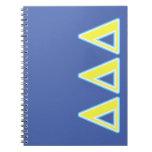 Letras azules y amarillas del delta del delta del libros de apuntes