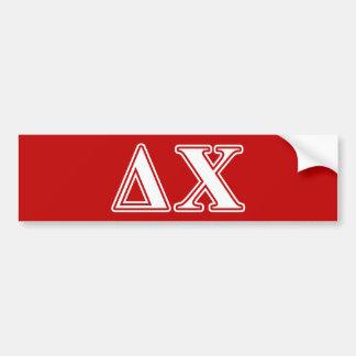 Letras blancas y rojas de la ji del delta etiqueta de parachoque