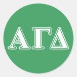 Letras blancas y verdes 2 del delta gamma alfa pegatina redonda