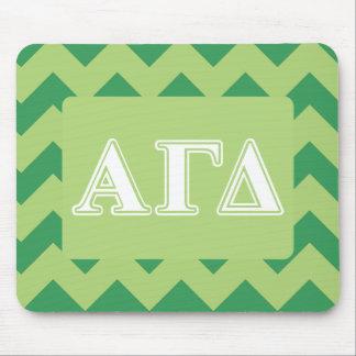 Letras blancas y verdes 2 del delta gamma alfa tapete de ratones