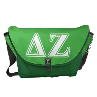 Letras blancas y verdes de la zeta del delta bolsa de mensajería
