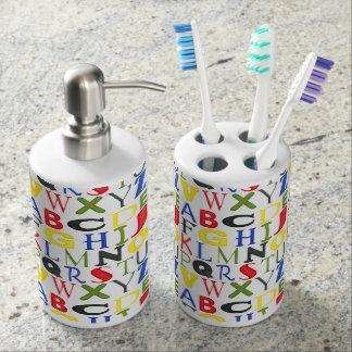 Letras brillantemente coloreadas de Megan Meagher Vaso Para Cepillos De Dientes