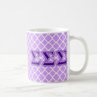 Letras de la púrpura de la sigma de la sigma de la taza básica blanca