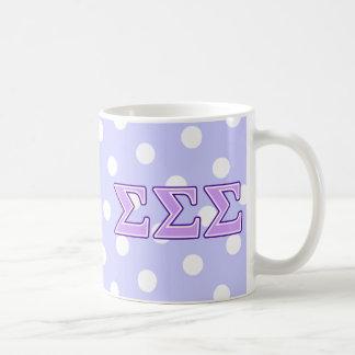 Letras de la púrpura y de la lavanda de la sigma taza de café