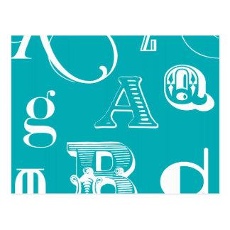 Letras decorativas en fondo azul postal