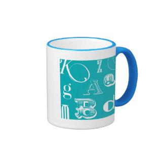 Letras decorativas en fondo azul taza de dos colores