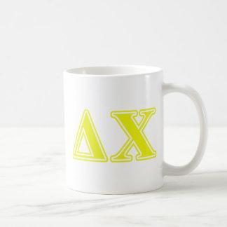 Letras del amarillo de la ji del delta taza de café