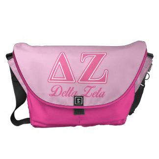 Letras del rosa de la zeta del delta bolsas messenger