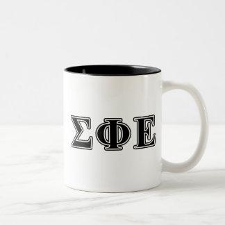 Letras negras épsilones de la phi de la sigma taza de café de dos colores