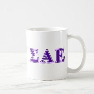 Letras púrpuras épsilones alfa de la sigma taza básica blanca