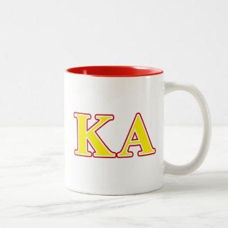 Letras rojas y amarillas de la orden alfa de Kappa Taza De Dos Tonos