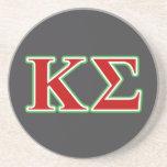 Letras rojas y verdes de la sigma de Kappa Posavasos Diseño