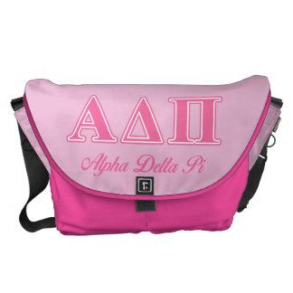 Letras rosadas alfa del delta pi bolsa de mensajería