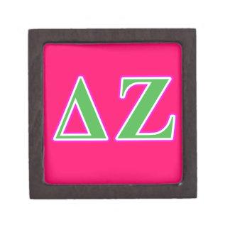 Letras rosadas y verdes de la zeta del delta cajas de recuerdo de calidad