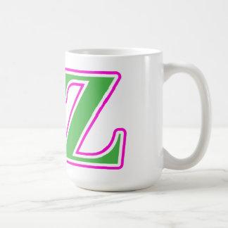 Letras rosadas y verdes de la zeta del delta taza clásica