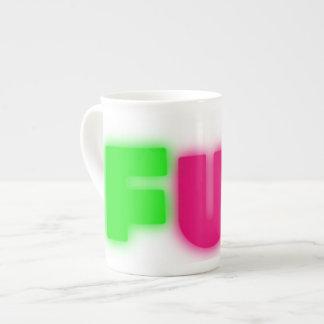 Letras verdes rosadas azules del resplandor de taza de té