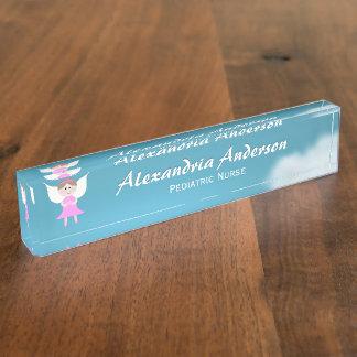 Letrero rosado del escritorio del ángel