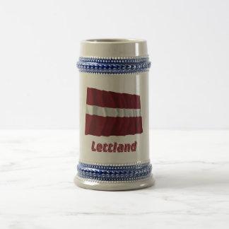 Lettland Fliegende Flagge mit Namen Coffee Mugs