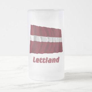 Lettland Fliegende Flagge mit Namen Coffee Mug