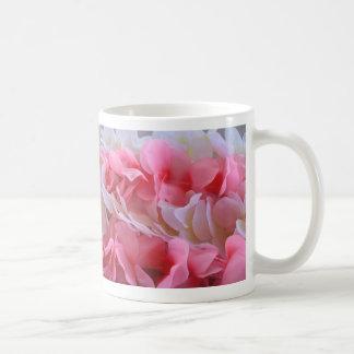 leus blancos rosados taza de café