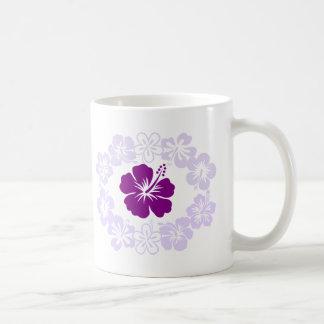 Leus púrpuras del hibisco taza básica blanca