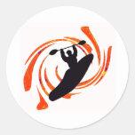 levantamiento de las aguas del kajak etiqueta redonda