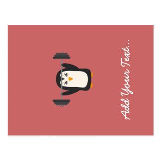 Levantamiento de pesas del pingüino tarjeta postal