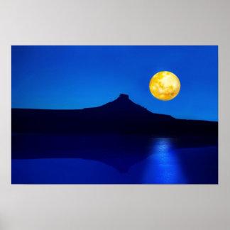 Levantamiento del claro de luna poster