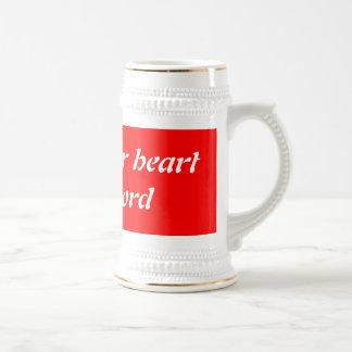 Levante para arriba su corazón al señor jarra de cerveza
