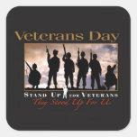 Levántese al pegatina del día de veteranos