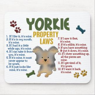 Leyes 4 de la propiedad de Yorkie Alfombrilla De Ratones