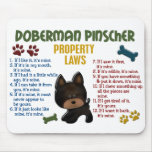 Leyes 4 de la propiedad del Pinscher del Doberman Tapete De Ratón