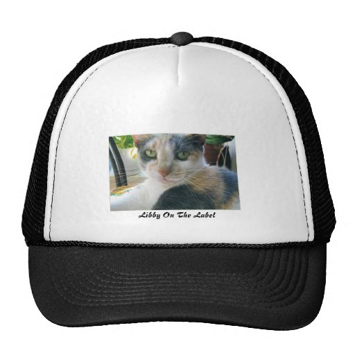 Libby en la etiqueta gorras