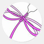 Libélula 1 de la cinta del cáncer de pecho pegatina redonda