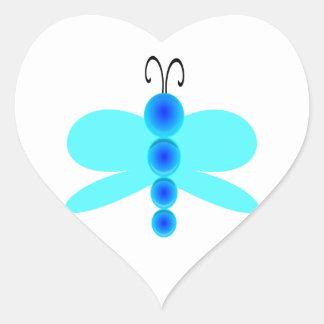Libélula azul simple pegatina en forma de corazón