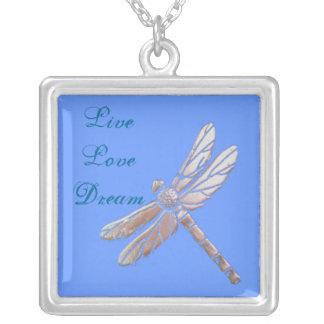 Libélula de plata con vivo, amor, sueño en azul colgante cuadrado