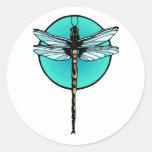 Libélula en círculo de la turquesa etiqueta redonda