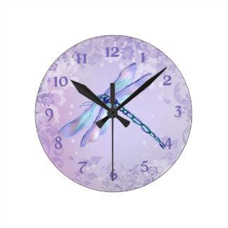 Libélula en colores pastel reloj de pared