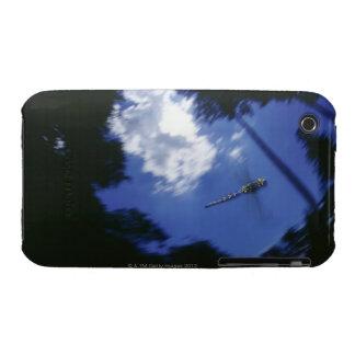 Libélula en vuelo, agitando las alas iPhone 3 protector