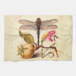 Libélula, pera, clavel, e insecto toalla de cocina