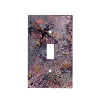 Libélula púrpura del otoño cubiertas para interruptor