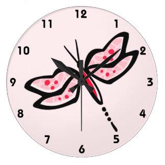 Libélula roja y rosada del escarlata relojes de pared
