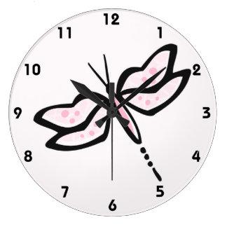 Libélula rosa clara relojes de pared