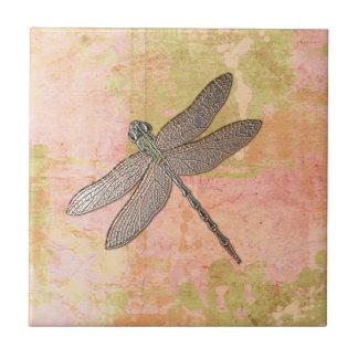 Libélula rosada de las impresiones azulejo cuadrado pequeño