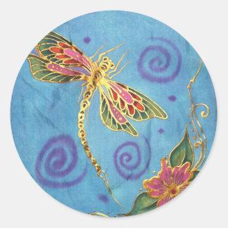 Libélula: seda pintada a mano original por Cyn Etiquetas Redondas
