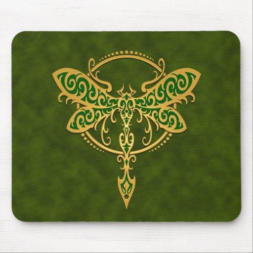 Libélula tribal - verde de oro tapetes de ratón