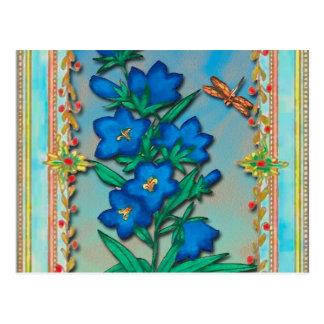 Libélula y flores azules postales