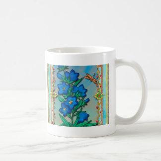Libélula y flores azules tazas de café