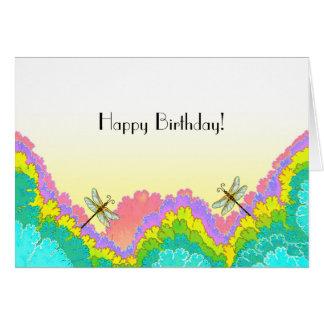 Libélulas en cumpleaños del fondo del fractal un tarjeta de felicitación