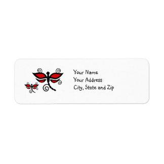 Libélulas rojas y negras en etiqueta de dirección